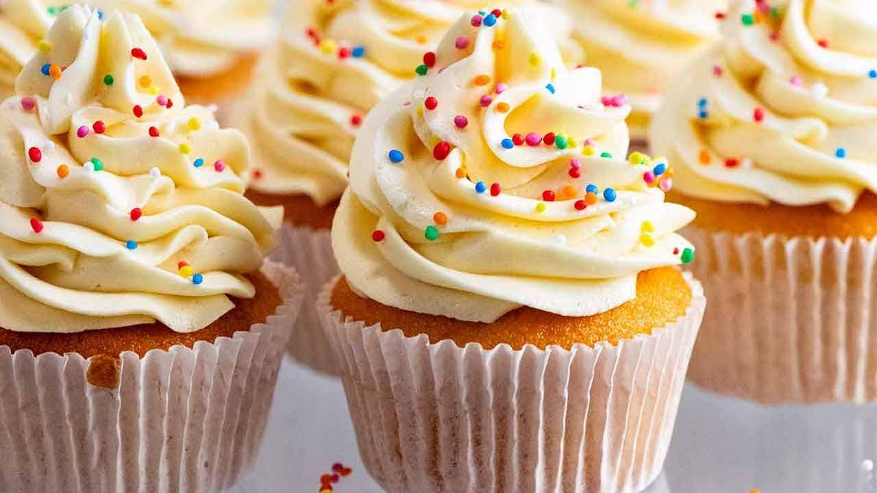 Magical Stay-Moist Vanilla Cupcakes